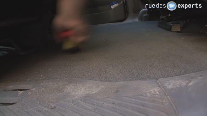 Se débarrasser du sable dans sa voiture