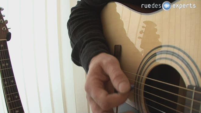 Tenir une guitare ?